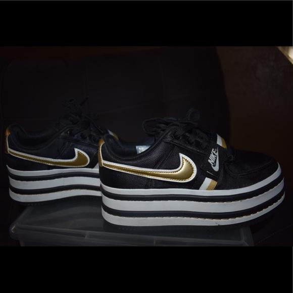 c863e115d53 Women Nike Vandal 2K Sneaker. M 5bc63b52035cf180ef841702